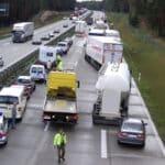 Gibt es ein Ferienfahrverbot für LKW, um den Urlaubsverkehr zu erleichtern?