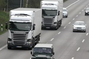 Jeder weiß: Sonntags sind Autobahnen LKW-frei. Doch gilt das LKW-Fahrverbot auch am Samstag?