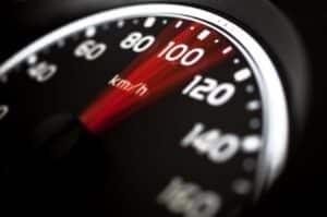 Tempo: Beim Überholen muss die Geschwindigkeit dem Überholvorgang angepasst werden.