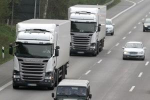 Zum Teil sind ausschließlich LKW von einem Überholverbot betroffen.