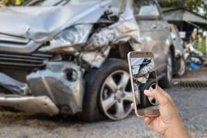 Nach einem Unfall in Frankreich sollten, wenn möglich, alle Details festgehalten werden.
