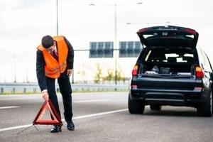 Nach einem Unfall sollte in Irland ebenfalls die Unfallstelle abgesichert werden.