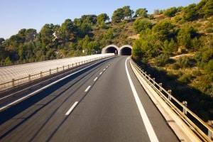 Eine besondere Gefahr bei einem Unfall in Österreich stellt ein Tunnel dar.