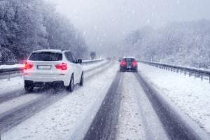 Die Kosten für ein Fahrsicherheitstraining im Schnee bzw. für den Winter können sich mitunter stark unterscheiden.