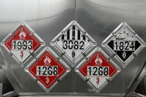 Ohne ein ausreichende Gefahrgutkennzeichnung darf ein Transport nicht durchgeführt werden.
