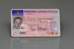 Neuer EU-Führerschein: Bis 2033 müssen Sie den alten Lappen umtauschen.