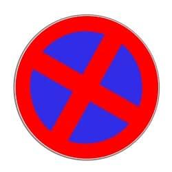 Auch ohne entsprechendes Schild: im Kreisverkehr herrscht auf der Fahrbahn absolutes Halteverbot.