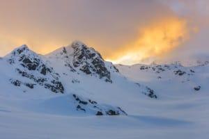 Veranstalter können ein Schneetraining mit dem Auto auch schon mal in den Bergen oder am Polarkreis abhalten.