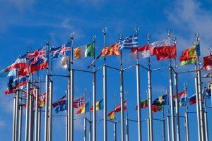 In vielen europäischen Ländern ist das Tagfahrlicht Pflicht.