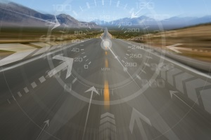 Höchstgeschwindigkeit: Für die Landstraße und alle anderen Straßen in Deutschland regelt die StVO diese Vorgaben.