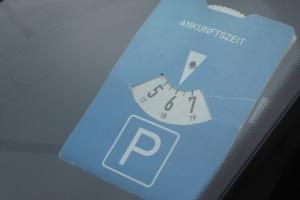 Ist der Automat kaputt und Sie können keinen Parkschein kaufen, müssen Sie stattdessen die Parkscheibe nutzen.