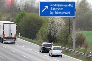 Welchen Sicherheitsabstand auf der Autobahn müssen Sie einhalten, um nicht wie hier einen Verstoß zu begehen?