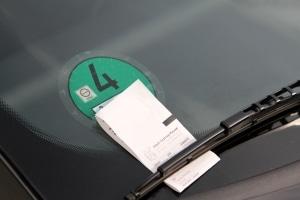 Erhalten Sie einen Strafzettel fürs Parken ohne Parkschein, müssen Sie ein Verwarnungsgeld zahlen.
