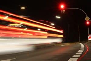 Gemäß StVO: Für eine Geschwindigkeitsbegrenzung findet die Aufhebung auf unterschiedlichen Wegen statt.