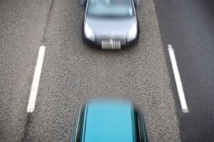 Ein Abstandsverstoß ist oft ein Grund, warum auf einen Auffahrunfall ein Verwarnungsgeld folgt.