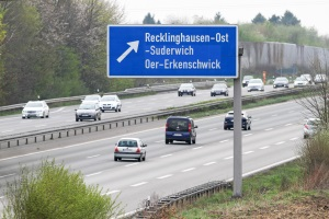 Auf der Autobahn kann eine Mindestgeschwindigkeit im Zusammenhang mit dem Überholen von Bedeutung sein.
