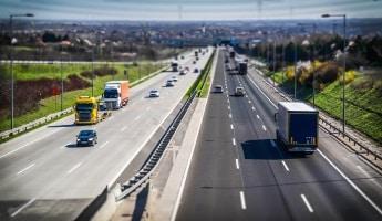 Beispiel für eine Hauptroute ist die Europastraße 45 von Norwegen nach Italien.