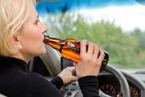 Droht ein Fahrverbot für Alkohol am Steuer?