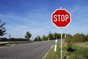 Auf einer Fernstraße sind alle gültigen Verkehrsregeln entsprechend zu befolgen.
