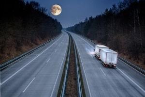 Das Fernstraßengesetz definiert was eine Fernstraße ist und wer für den Ausbau zuständig ist.