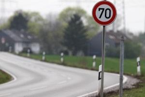 Eine Geschwindigkeitsbegrenzung kann am Ende der Strecke, für die das Tempolimit gilt, ungültig werden.