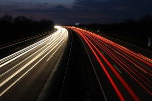 Eine Missachtung einer Mindestgeschwindigkeit, auf der Autobahn oder anderswo, kann zu Bußgeldern führen.