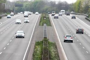 In Deutschland gibt es ein bauartbedingte Mindestgeschwindigkeit auf der Autobahn.