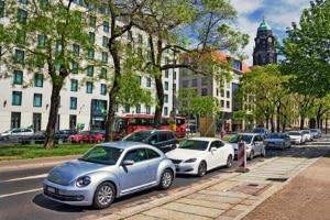 Eine Verkehrsordnungswidrigkeit für falsches Parken ist ein häufiges Vergehen.