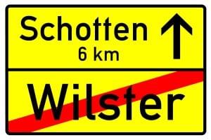 Die Geschwindigkeitsbegrenzung innerhalb geschlossener Ortschaften endet mit diesem Schild.
