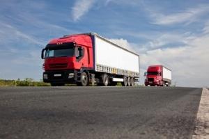 Höchstgeschwindigkeit für Lkw: Auf der Landstraße sind höchstens 80 km/h erlaubt.