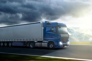 Für LKW kann ein Durchfahrtsverbot für bestimmte Straßen bestehen.