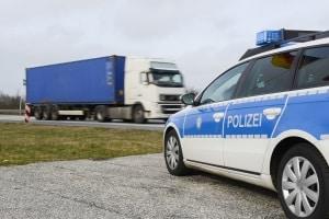 Ist ein LKW-Fahrer ohne Führerschein unterwegs, hat das in der Regel Konsequenzen.