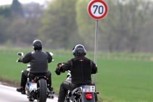 Entspricht am Motorrad die Beleuchtung nicht den Vorschriften, droht ein Bußgeld.