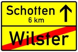 Ortstafel: Die Geschwindigkeitsbegrenzung außerhalb geschlossener Ortschaften gilt ab hier.