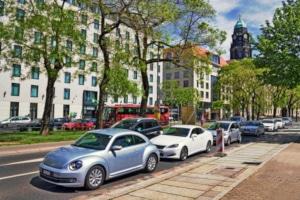 Parkraumbewirtschaftung: Was es damit auf sich hat und wie Parkzonen Abhilfe leisten sollen.