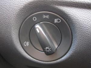 Oft sind im Auto Infos zum Licht als Kontrollleuchten und auch als Symbole an Schaltern vorhanden.