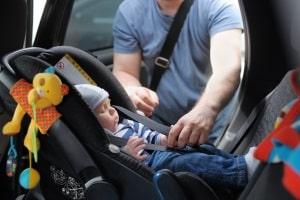 Eine Babyschale dient dazu, Ihr Kind im Straßenverkehr zu schützen.