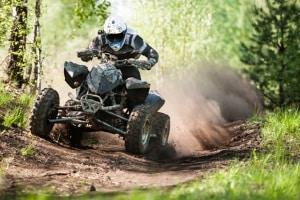 Das Befahren von Forstwegen steht unter Strafe, wenn es dem Motorsport dient.
