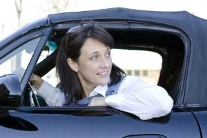 Ein speziell ausgelegtes Fahrsicherheitstraining für Frauen kann helfen, Unsicherheit anzugehen.