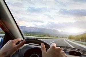 Auch ein Fahrsicherheitstraining für Frauen ist in Theorie und Praxis unterteilt.