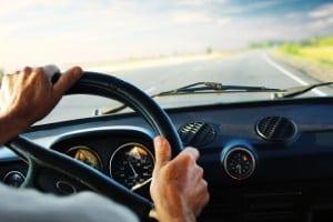 Zulässige Geschwindigkeit: LKW auf der Landstraße dürfen maximal 60 km/h fahren, wenn sie mehr als 7,5 t  wiegen.