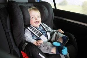 Entspannt unterwegs: Mit der Isofix-Halterung ist der Kindersitz Ihres Kindes schnell befestigt.