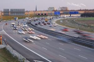 Autobahn: Welche Toleranz hier abgezogen wird, hängt von der Geschwindigkeit und der Art der Geschwindigkeitsmessung ab.
