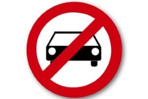 Fahren ohne Fahrerlaubnis: Wurde eine Sperre verhängt, muss der Führerschein erst neu beantragt werden.