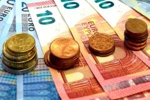 Sie haben den Führerschein verloren & benötigen Ersatz? Kosten von ca. 50 Euro kommen auf Sie zu.
