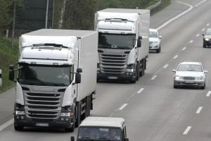 Neu im Verkehrsrecht 2019: Die Lkw-Maut wird erhöht.
