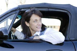 Beim Rückwärtsfahren kann es schnell einmal zu einem Unfall kommen – deshalb sollten Sie immer nach der allgemeinen Sorgfaltspflicht handeln.