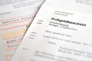 Neben einer Geldbuße können im Bußgeldbescheid auch Punkte und Fahrverbote angekündigt sein.