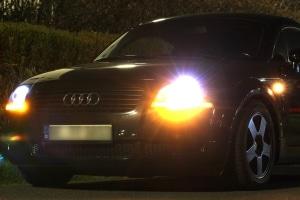 """Die Reifenkennzeichnung """"AO"""" markiert Reifen von Audi."""