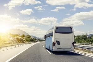Die Weiterbildung im LKW oder Bus gem. BKrFQG umfasst viele Kenntnisbereiche - u. a. Verkehrssicherheit und Ladungssicherung.